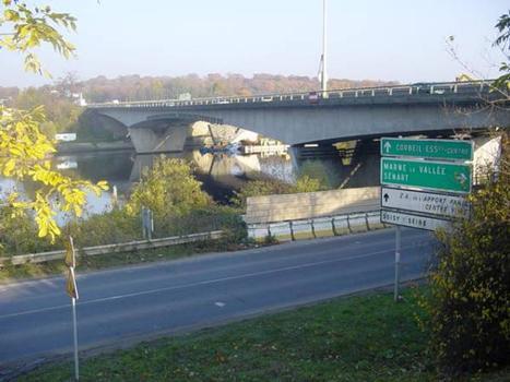 Pont autoroutier de Corbeil-Essonnes.