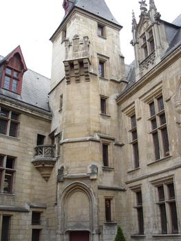 Hôtel de Sens. Escalier à vis vu de l'entrée