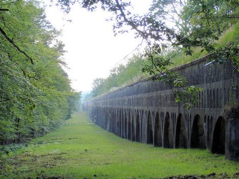 Aqueduc de la Vanne (sur arches) et aqueduc du Loing et du Lunain (souterrain).Forêt de Fontainebleau (77)