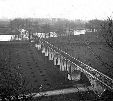 Aqueduc de la Vanne. Pont-aqueduc sur l'Yonne. Vue stéréoscopique, vers 1875.