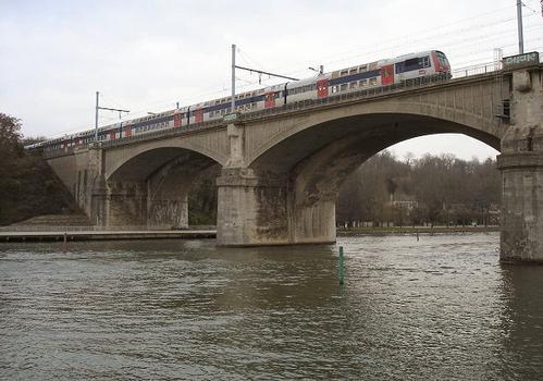 Pont SNCF / RER-D entre Le Mée-sur-Seine et Dammarie-lès-Lys(77). Ouvrage d'origine et ouvrage complémentaire