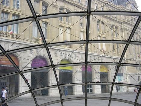 Gare Saint-Lazare, vue de la coupole d'entrée du RER E