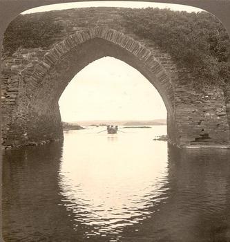Brickeen Bridge, Killarney, Irlande. Vue stéréoscopique, vers 1900.