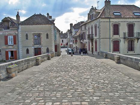 Pont-sur-Yonne. Le Vieux Pont