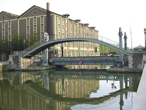 Rue Crimée footbridge and lift bridge crossing the Ourcq Canal in Paris (19th arrondissement)