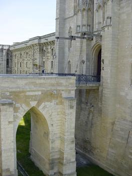 Château de Vincennes. Tour du Village, pont levis