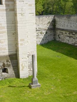 Château de Vincennes. Fossé sud, monument du duc d'Enghien