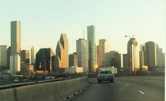 Skyline of Houston  View from the north, including the Chase Tower on the left edge, the tallest building in Texas.