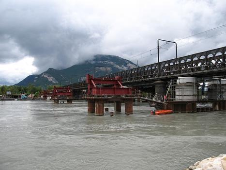 Pont actuel et installations de ripage du tablier