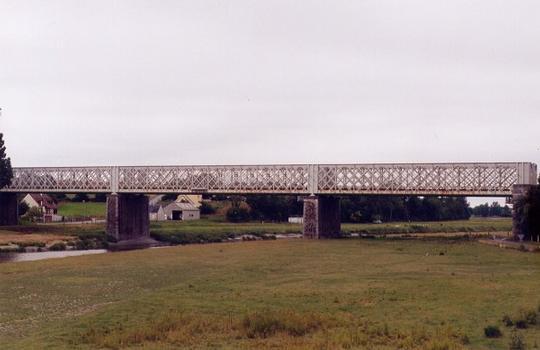 Viaduc de Pontaubault (ligne Lison-Lamballe) vue depuis le pont routier