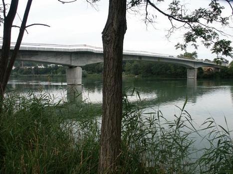 Rheinbrücke (Grenzbrücke) in Laufenburg (Kt. Aargau, Schweiz / Baden Württemberg, Deutschland) noch im Bau