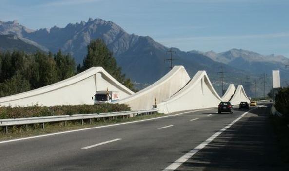 Autobahnbrücke über die Rhone bei Riddes