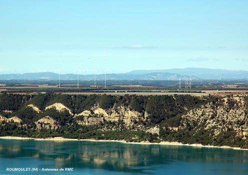 ROUMOULES (04, Alpes-de-Haute-Provence) – Pylones des antennes émettrices de Radio-Monte-Carlo