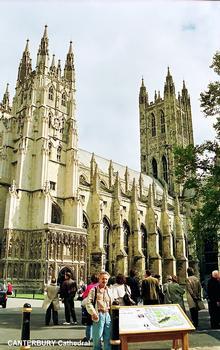 CANTERBURY (Kent) – Façade sud de la Cathédrale