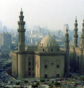 LE CAIRE – Mosquée-Madrasa du Sultan Hassan, vue depuis la Citadelle