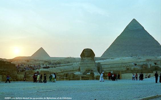 Pyramiden von Mycerinus und Chephren hinter dem großen Sphinx