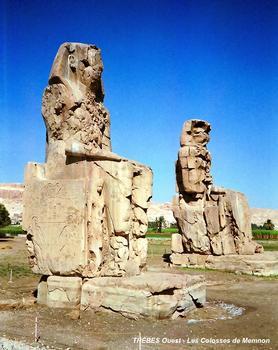 THÈBES Ouest – Les « Colosses de Memnon », vestiges du temple jubilaire et funéraire d'Aménophis III (14e siècle AV.JC). Memnon est le nom héllenisé de ce souverain