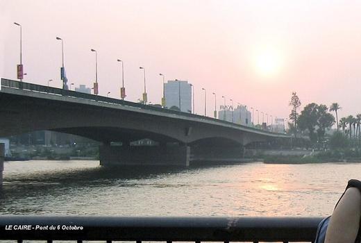 LE CAIRE – Le Pont du 6 Octobre relie les deux rives du Nil par-dessus l'île Gezira