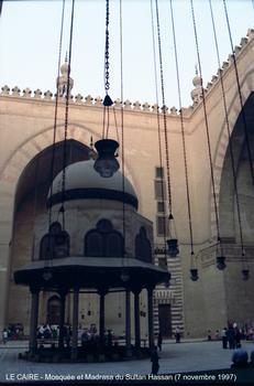 LE CAIRE - Mosquée-Medersa du Sultan Hassan,la grande cour aux quatre iwans