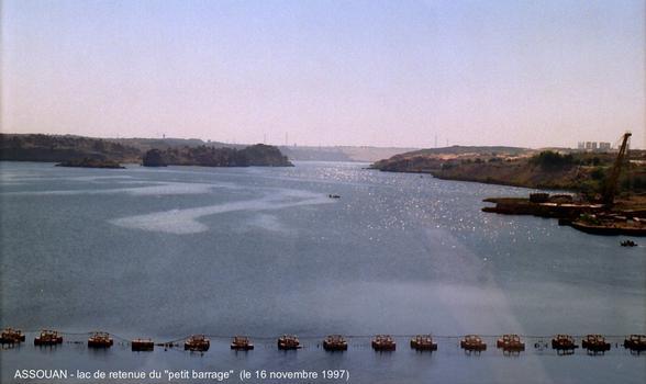 Assouan - lac de retenue du «petit barrage», on apperçoit au fond la digue du «grand barrage»