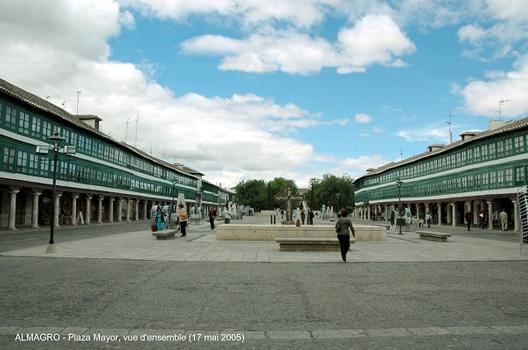 ALMAGRO (Castille-La Manche) – Maisons sur portiques de la Plaza Mayor (antérieure au XVIe siècle), classée Monument national