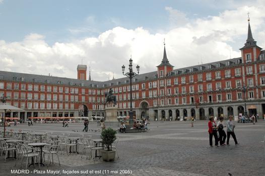 MADRID – « Plaza Mayor », ooeuvre de Juan Gómez de Mora, construite au XVIIe, forme un rectangle de 120m x 90m