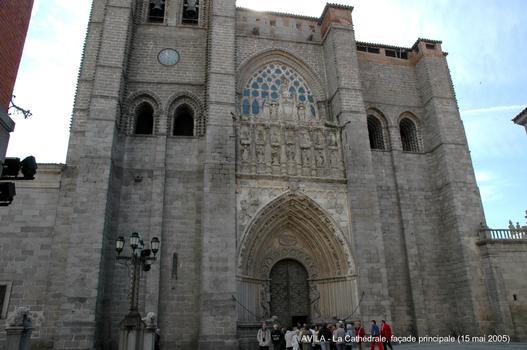 AVILA (Castille y León) – La Cathédrale, commencée au XIIe siècle dans un style roman tardif, sa construction s'est terminée au XVIe siècle selon le plan des premières cathédrales gothiques espagnoles