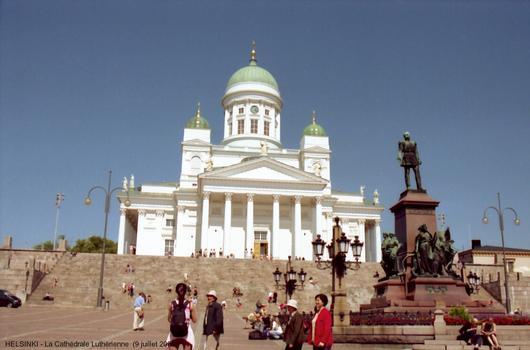 HELSINKI - La Cathédrale luthérienne, s'inscrit dans l'ensemble monumental néo-classique de la Place du Sénat (1822-1852), oeuvre de l'architecte Karl Ludwig Engel