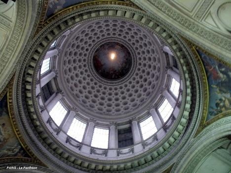 PARIS – Le Panthéon, la grande coupole