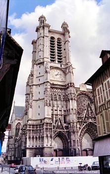 TROYES (10,Aube) – Cathédrale Saint-Pierre et Saint-Paul, le clocher de la façade ouest