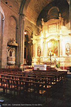AGDE (34, Hérault) – Cathédrale Saint-Etienne, maître-autel en marbre polychrome