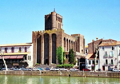 Cathédrale Saint-Etienne, Agde : Cathédrale-forteresse élevée au XIIe en pierres de basalte. Le clocher-donjon est du XIVe