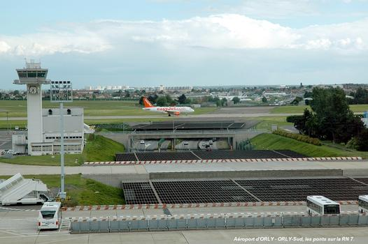 Orly Airport - Taxiway bridges across RN 7