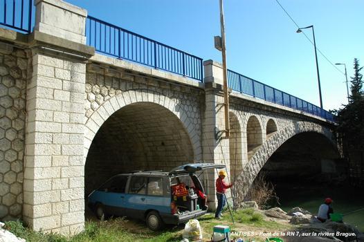 Brücke der RN 7 über die Brague in Antibes