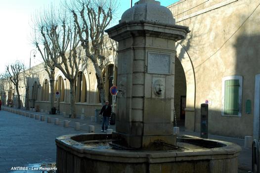 ANTIBES (06, Alpes-Maritimes) – « La Courtine », façade sur la Ville, le Boulevard d'Aguillon