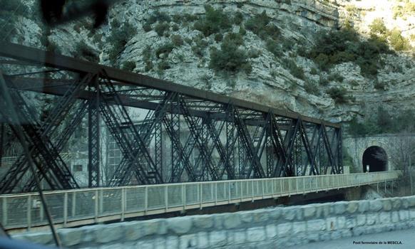 Communes d'Utelle et de Malaussène (06, Alpes-Maritimes) – Pont ferroviaire de la Mescla, sur le fleuve Var