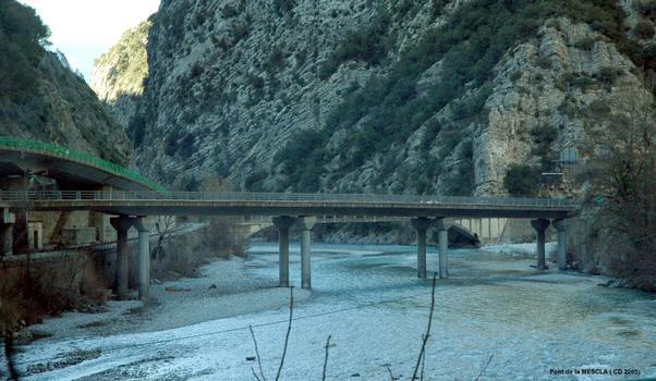 Communes d'Utelle et de Malaussène (06, Alpes-Maritimes) – Pont de la Mescla, sur le fleuve Var, pour le CD 2205