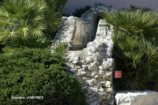 Überreste des römischen Aquädukts von Antibes
