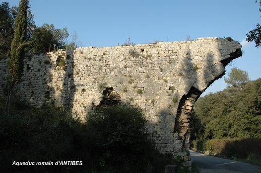 Überreste des römischen Aquädukts von Clausonnes (Antibes)