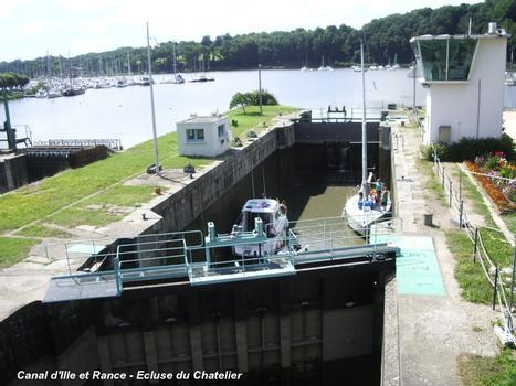 SAINT-SAMSON-SUR-RANCE (22100, Côtes-d'Armor) – L'écluse du Chatelier (hameau de La Hisse), est située sur la rive droite de la Rance. Sur l'itinéraire du « Canal d'Ille et Rance », elle constitue avec le barrage de Lyvet la frontière entre eau douce et eau de mer