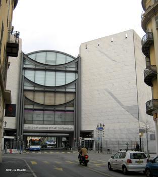NICE – Musée d'Art Moderne et d'Art Contemporain, façade Est sur la traverse Garibaldi