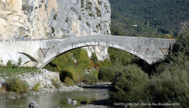CASTELLANE (04) – Pont du Roc, sur le Verdon (hors service)
