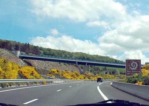 Commune de LA CANOURGUE (48500, Lozère) – pont de Montjézieu sur l'autoroute A 75.