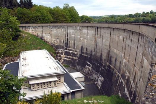 Barrage de BAGE, commune de Pont-de-Salars (12290, Aveyron) - Barrage-voûte, sur le Bage, relié par une galerie au réservoir de Pont-de-Salars, situé à la même côte d'altitude