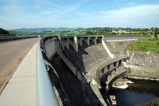 Villerest (42300, Loire) et Commelle-Vernay (42120, Loire) - Barrage et usine de Villerest, la route D18 passe sur le barrage : Villerest (42300, Loire) et Commelle-Vernay (42120, Loire) - Barrage et usine de Villerest , la route D18 passe sur le barrage