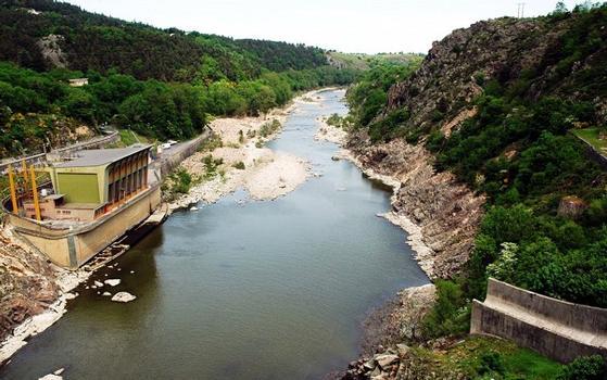 Chambles (42170) et St-Just - St-Rambert (42170) - Barrage de Grangent, la Loire en aval du barrage : Chambles (42170) et St-Just - St-Rambert (42170) - Barrage de Grangent , la Loire en aval du barrage