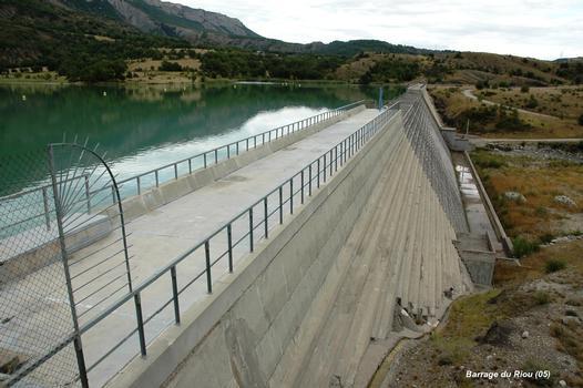 Barrage du RIOU (communes: Saint-Genis et Eyguians, 05300) – Barrage poids en béton compacté au rouleau