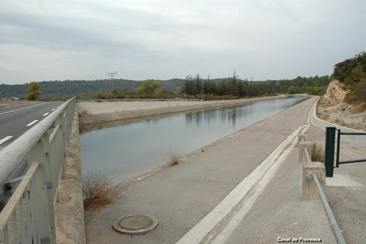 Commune de VINON-sur-VERDON (83560, Var) – Canal de Provence au lieu-dit Boutre, tronçon issu du « partiteur de Boutre »