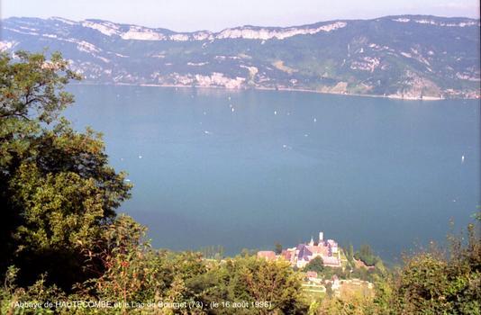 Abbaye royale de HAUTECOMBE (73 Savoie) - Cette Abbaye cistercienne, construite au 12e siècle sur la rive occidentale du Lac du Bourget,abrite les tombeaux des Princes de la «Maison de Savoie»
