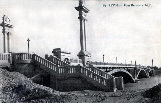 Pont Pasteur, Lyon – Postcard from the private collection of Adrien Mortini